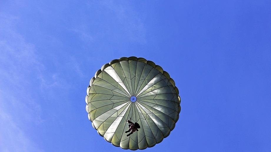 ВПодмосковье разбился профессиональный парашютист