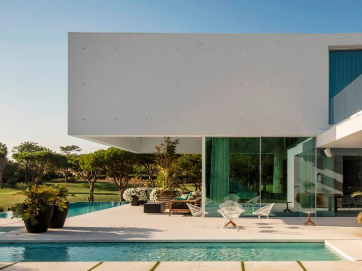 The QL House is located in one of the most exclusive areas of Algarve, on the Portuguese southern co