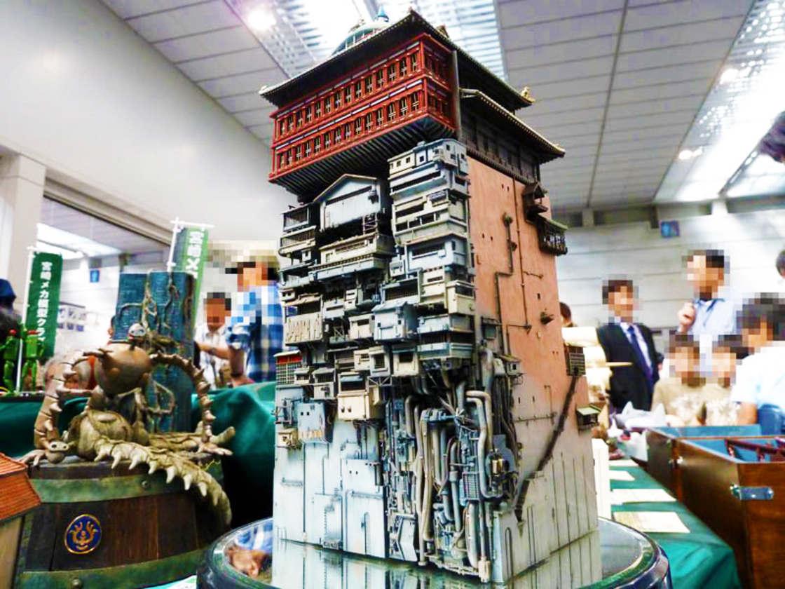 Chihiro – Un fan de Miyazaki recree le palais des bains avec une maquette impressionnante (13 pics)