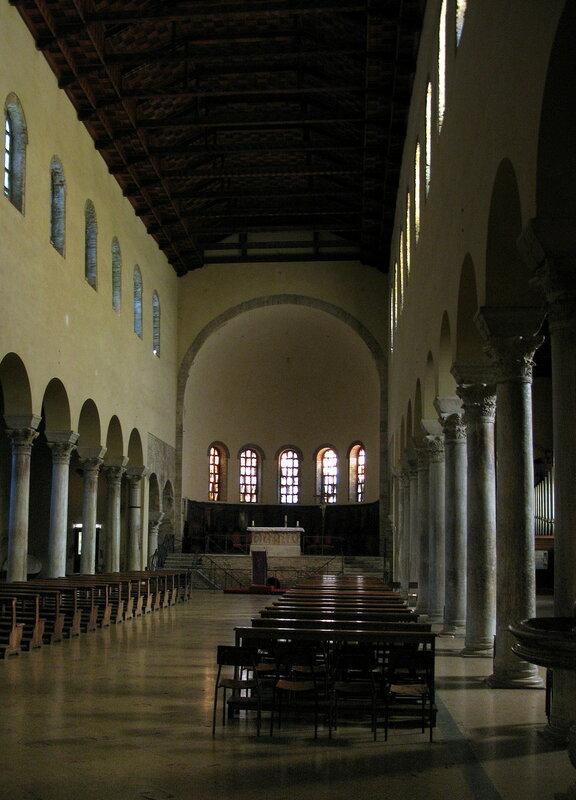 Центральный неф базилики Сан-Франческо