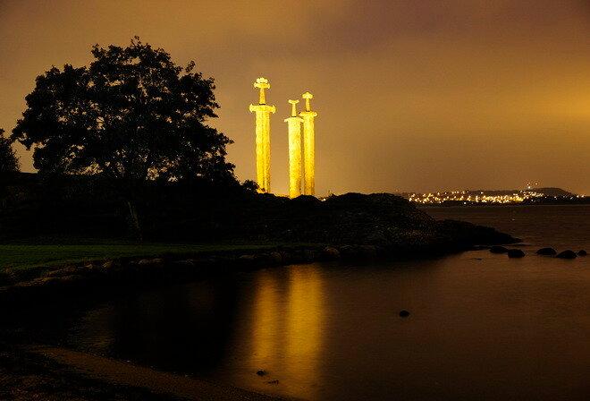 Памятник «Мечи в скале». Норвегия