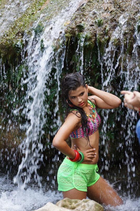 Фотосессия в водопаде в честь 17-тилетия