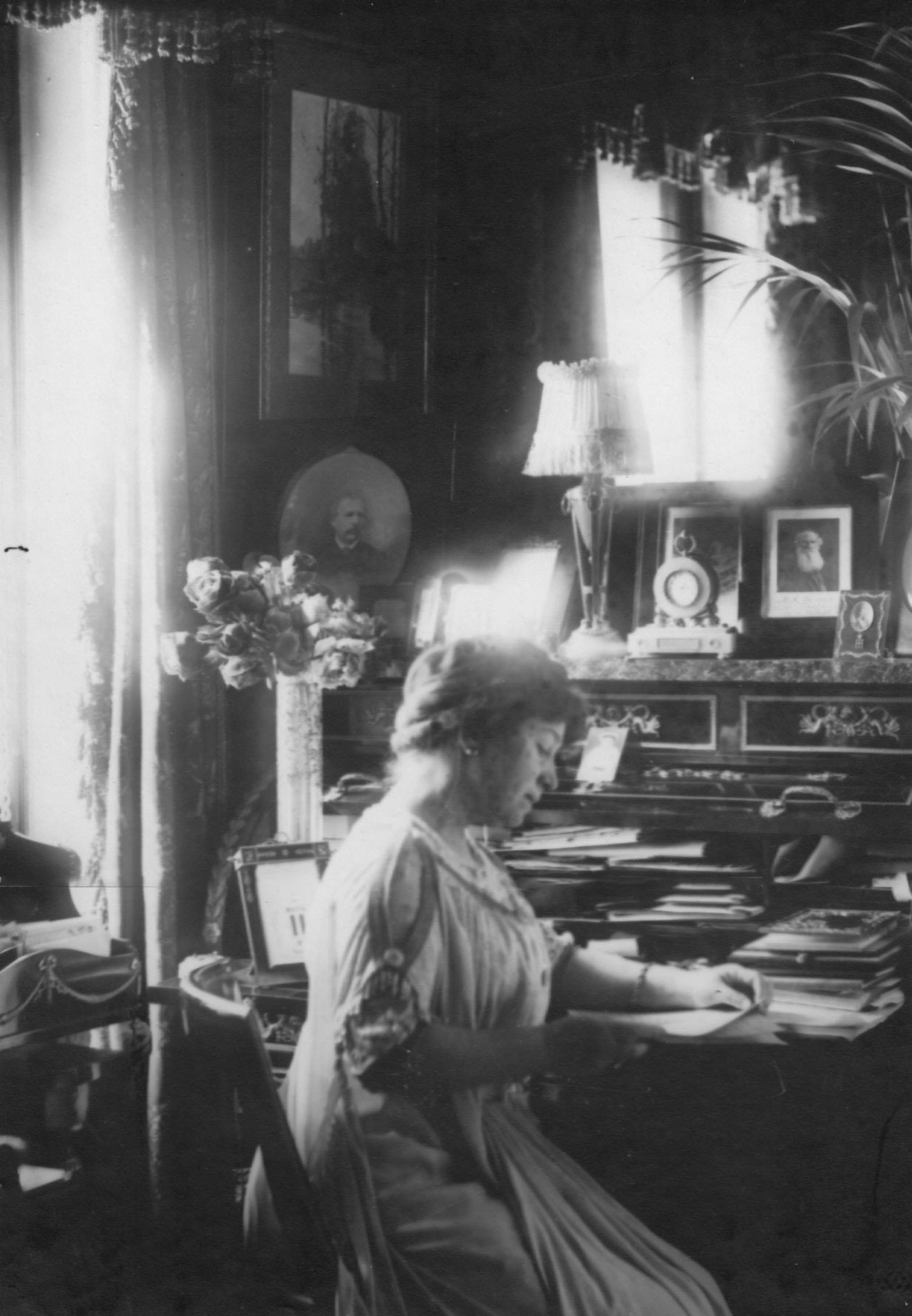 13. Мария Александровна Потоцкая. Некоторое время была любовницей великого князя Николая Николаевича. Великий князь подарил ей дом, в котором ныне размещается Санкт-Петербургский театр музыкальной комедии.
