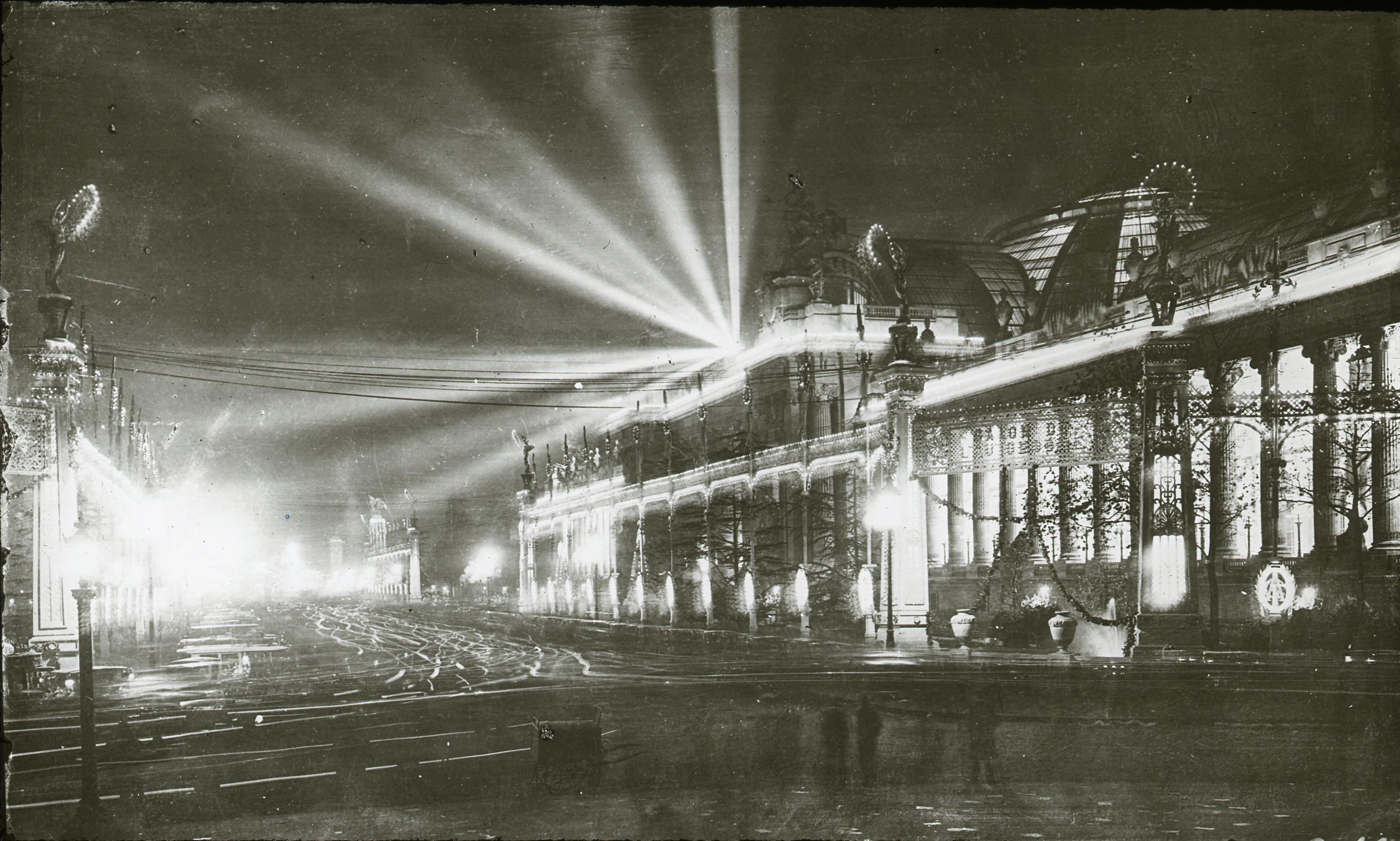 Большой дворец ночью