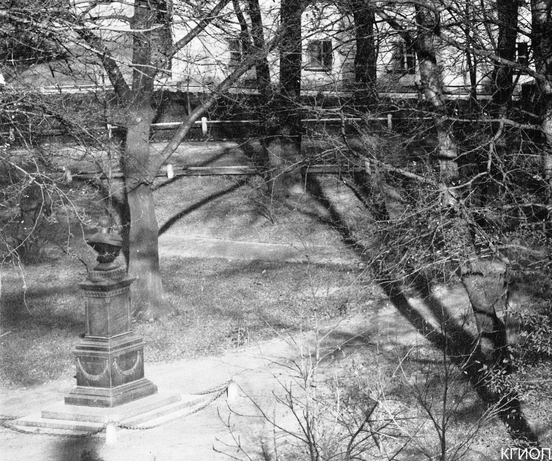 09. Памятник – бюст императору Александру I. Каменноостровский пр., 21.1900-е годы