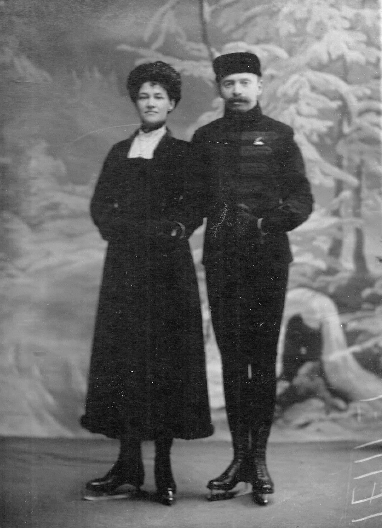 Чемпионы по фигурному катанию Л.Попова и А.Фишер. 1908