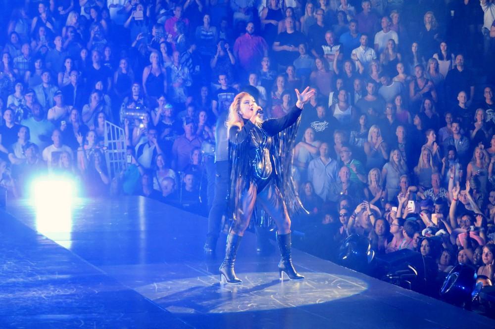 Леди Гага в экстравагантных костюмах