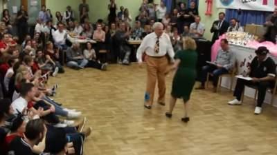 Зажигательный танец двух пенсионеров в Баварии восхитил пользователей Сети
