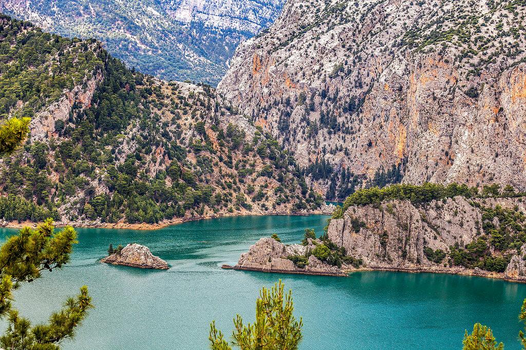 На горном озере...
