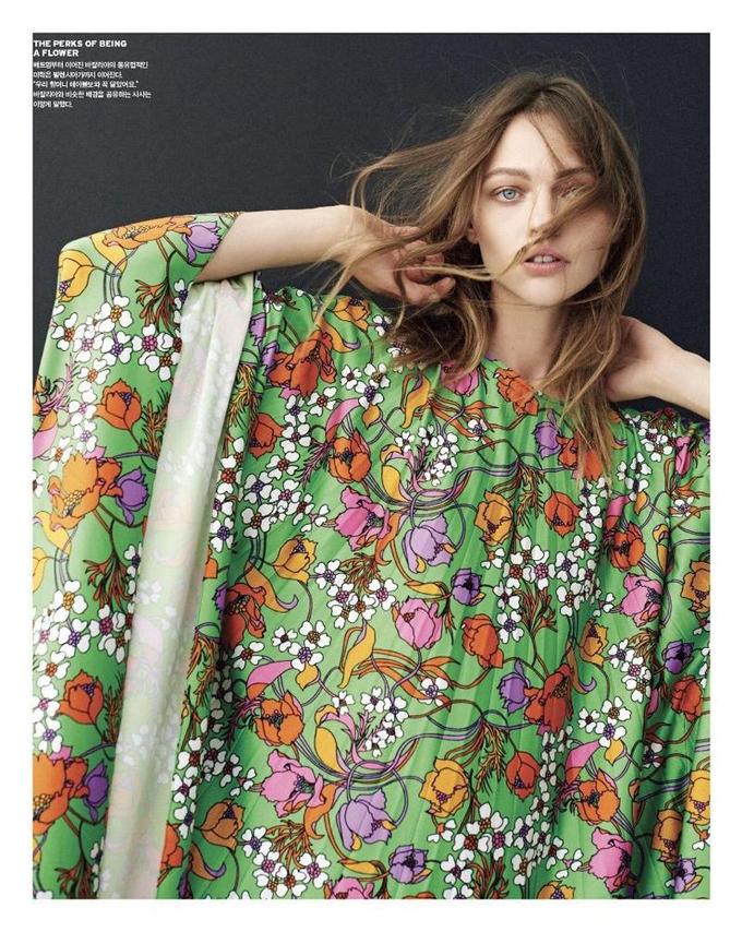Саша Пивоварова на обложке Vogue Korea