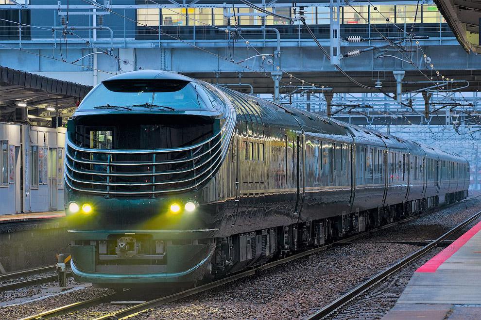 Туристам предлагается на выбор одноместное или двухместное купе. Также на поезде имеется люкс-к
