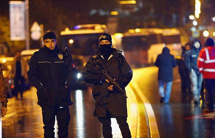 При нападении наночной клуб погибло 35 человек— Губернатор Стамбула