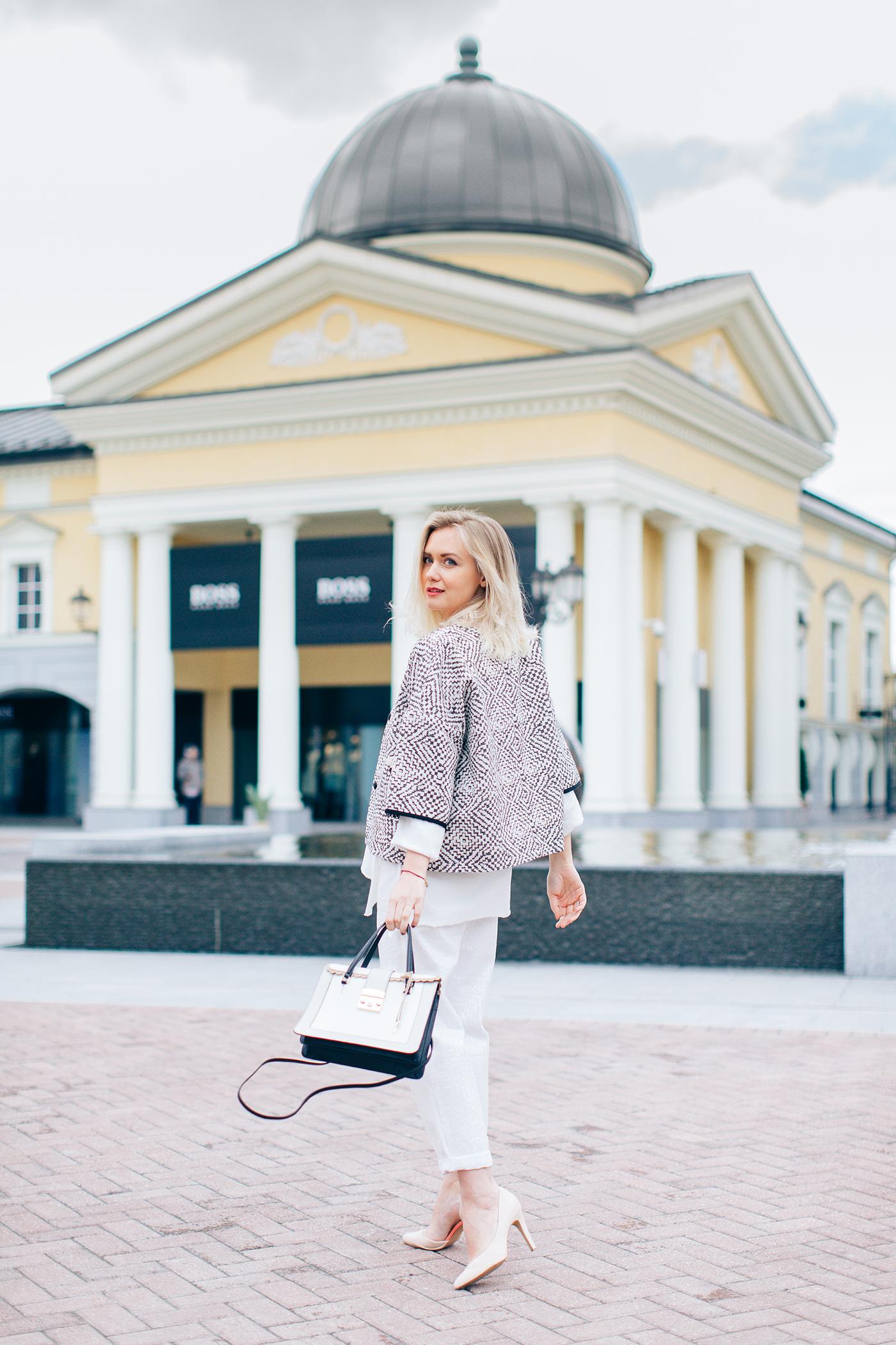inspiration, streetstyle, spring outfit, summer outfit, annamidday, moscow fashion week, top fashion blogger, top russian fashion blogger, фэшн блогер, русский блогер, известный блогер, топовый блогер, russian bloger, top russian blogger, streetfashion, russian fashion blogger, blogger, fashion, style, fashionista, модный блогер, российский блогер, ТОП блогер, ootd, lookoftheday, look, популярный блогер, российский модный блогер, russian girl, с чем носить льняные вещи, с чем носить бежевый тренчкот, с чем носить белые джинсы, цветовые сочетания, streetstyle, красивая девушка, Анна миддэй, анна мидэй, девушка в очках, стиль 70-х, как сочетать пастельные оттенки, аутлеты москвы, аутлет вилладж белая дача, белая дача, outlet village belaya dacha, модные весенние аксессуары, тренды весна-лето 2017, что будет можно этим летом, модные образы, с чем сочетать бахрому, платье в стиле 70-х, tommy hilfiger, coccinelle, twin-set, mango, private sale