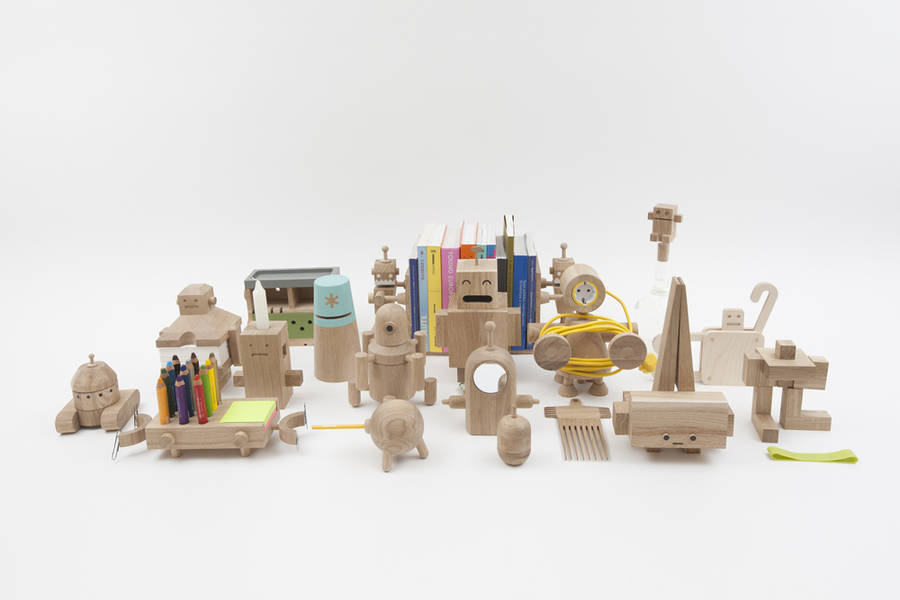 Little Wooden Robots as Daily Objects