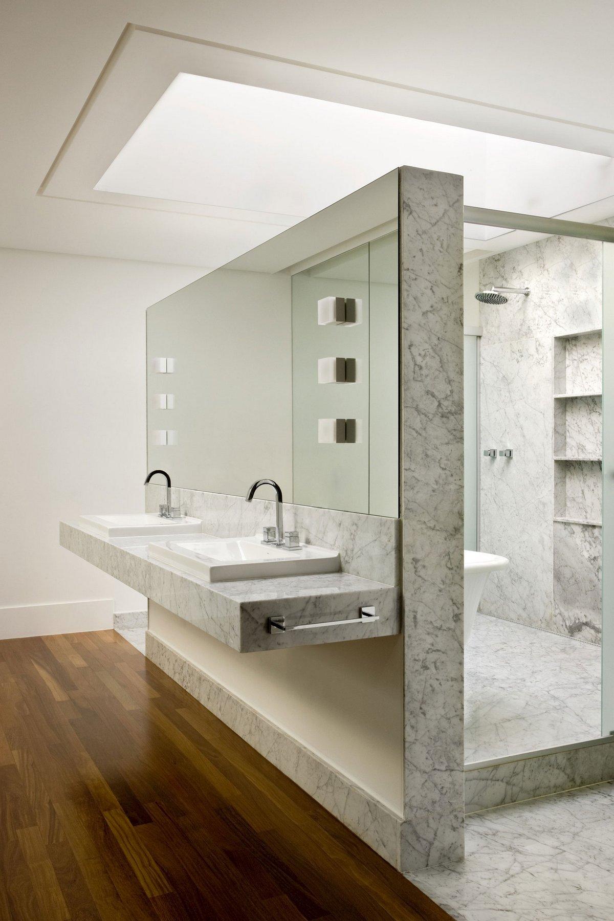 Разделительная консоль в ванной