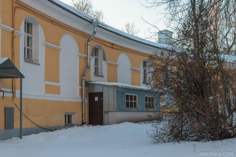 Полуциркульный флигель, Лефортовский дворец