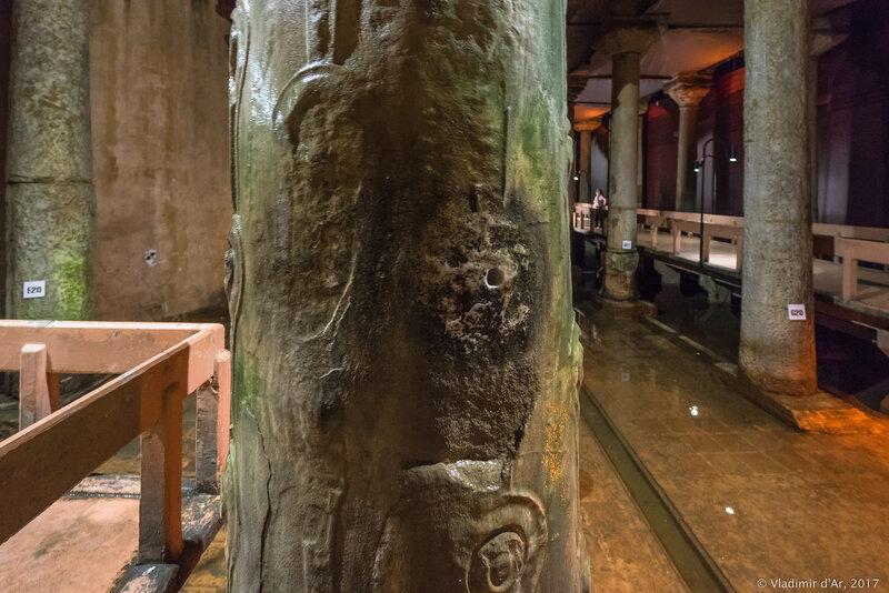 Цистерна Базилика. Плачущая колонна.