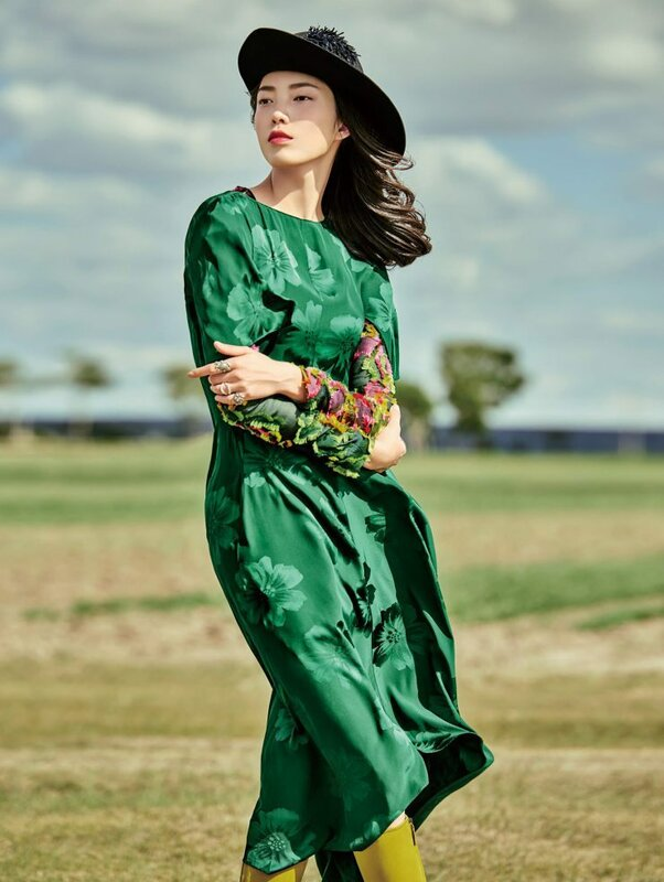 jessie-hsu-by-yin-chao-for-vogue-china-august-2015-3.jpg