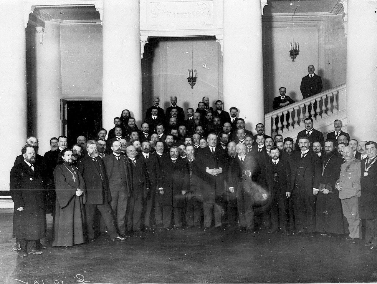 Группа депутатов Четвертой Государственной думы - участников встречи с прибывшим в Петербург болгарским генералом Радко Дмитриевым, героем Лозенгрица. Март 1913