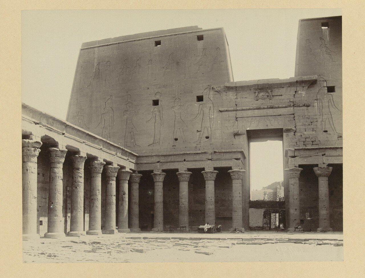Эдфу. Руины храма