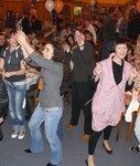 Танцуют все! Аня и Галя в том числе
