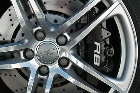 Сравнение суперкаров Honda NSX и Audi R8