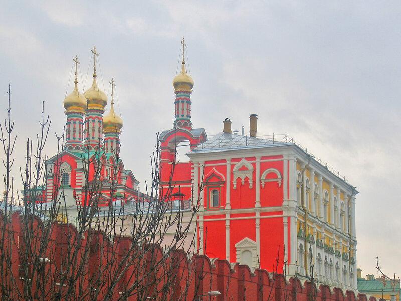 Потешный дворец и церковь Похвалы Богородицы.