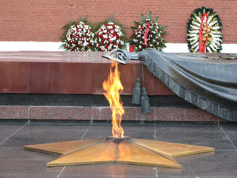 Вечный огонь - постоянно горящий огонь, символизирующий вечную память