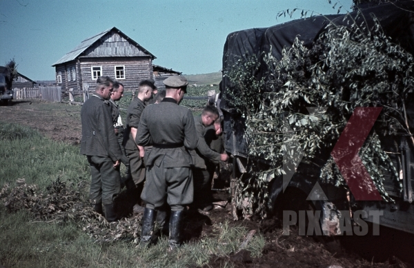 stock-photo-ww2-color-russia-1941-summer-19th-panzer-division-officers-truck-camo-village-camouflage-9370.jpg