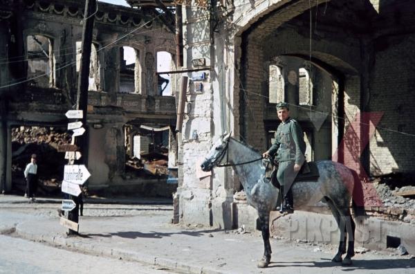 stock-photo-destroyed-buildings-in-minsk-belarus-russia-1941-9222.jpg