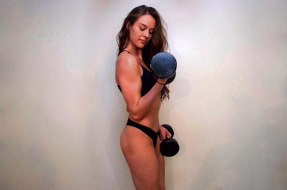 Фитнес-блогер не бреет ноги и другие части тела вот уже целый год