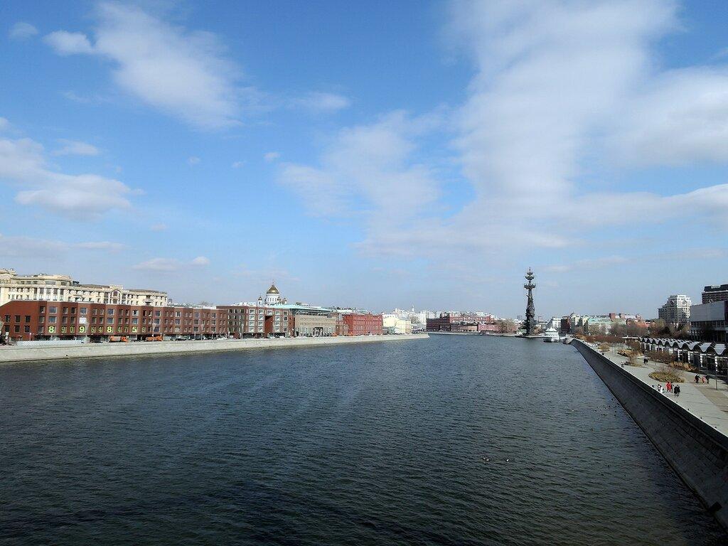 Москва-река. Вид с Крымского моста.