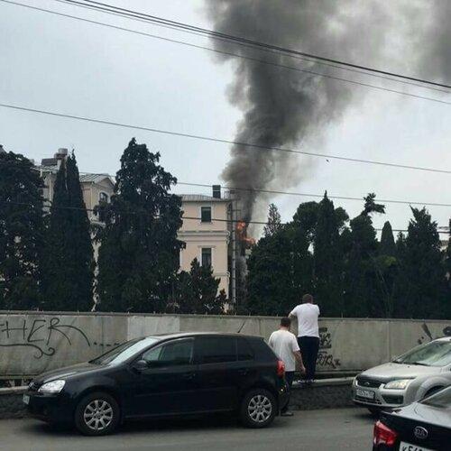 ВЯлте горел пятизвёздочный отель «Вилла Елена». Постояльцев эвакуировали