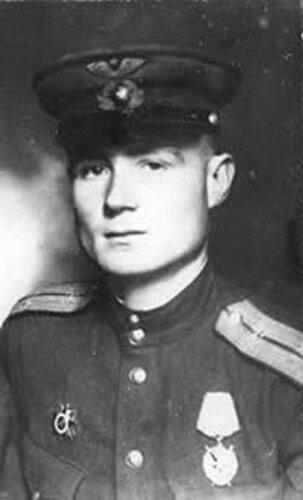 Иван Антонович Леонов - единственный в мире лётчик, летавший на боевом самолёте без руки.
