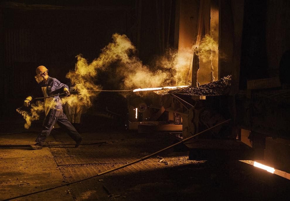 7. Горячие стальные пруты. Цвета каления — это цвета свечения металла, раскалённого до высокой