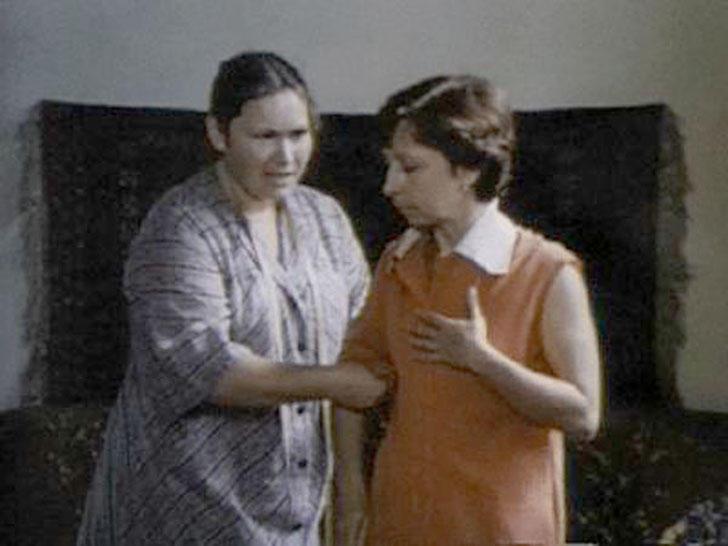 Нина Усатова, 1981, «Куда исчез Фоменко?» — портниха.