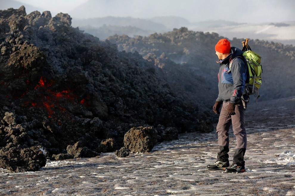 6. Вулкан Этна извергает лаву на южном острове Сицилия, Италия, 1 марта 2017. (Фото Antonio Par