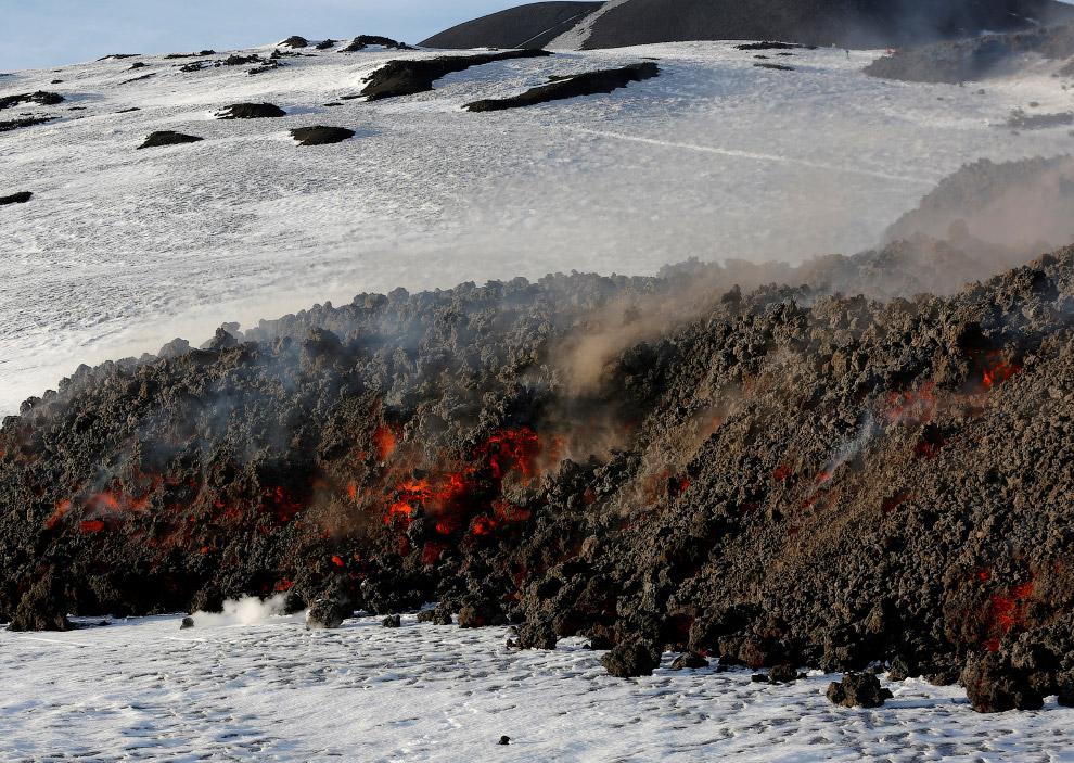 11. Новое извержение вулкана Этна, 1 марта 2017. (Фото Antonio Parrinello | Reuters):
