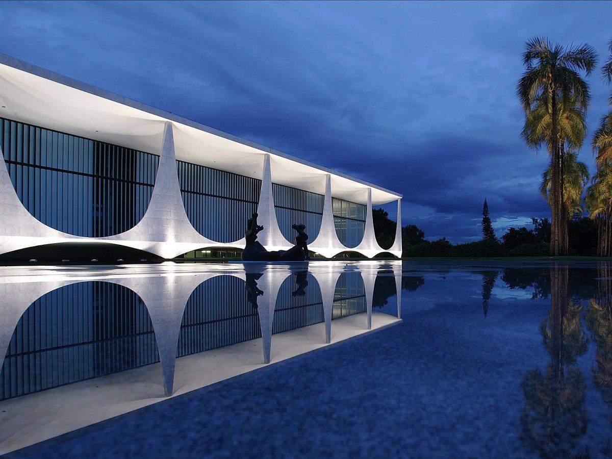 Дворец Алворада (дворец Рассвета) в Бразилии. Там живет каждый президент страны, начиная с 1956 года