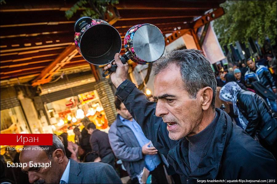 Главный базар Тегерана – еще тот муравейник. Удивительно, как в таком столпотворении мужчины у