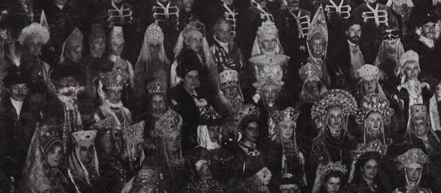 Из них для костюма Николая II было отобрано 16. В их числе были жемчужные запястья, принадлежавшие с