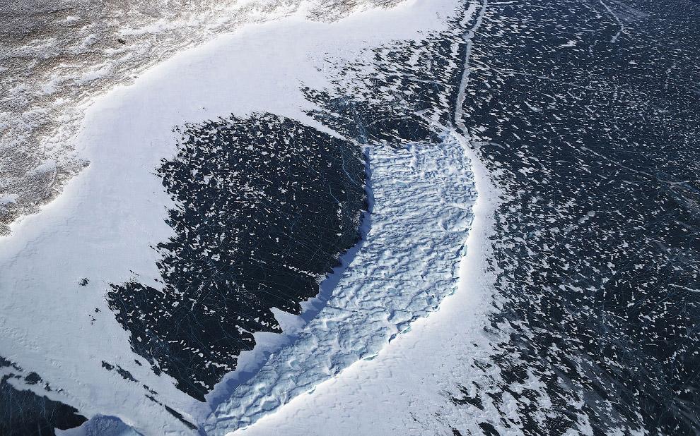 8. Внизу море Баффина — море Северного Ледовитого океана, граничащее с морем Лабрадор Атлантиче