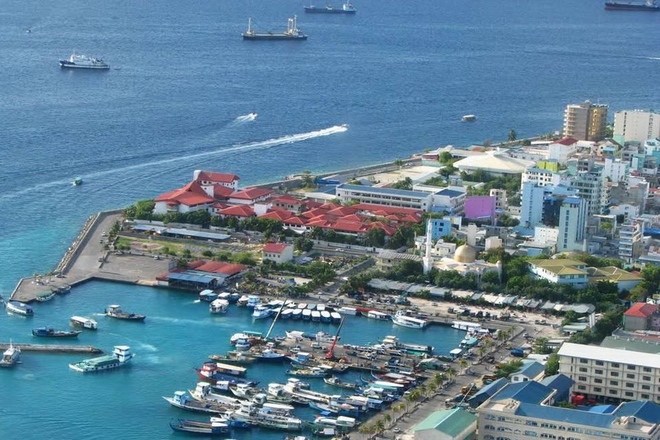 Размер острова был удвоен посредством внедрения проектов по восстановлению земли, а близлежащие остр