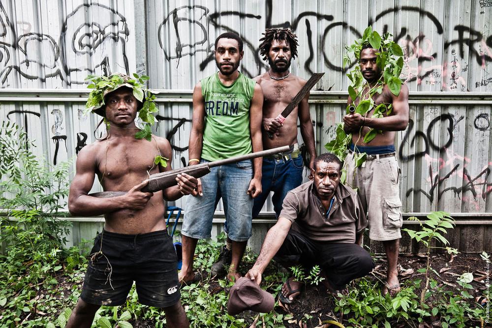 Многие утверждают, что Порт-Морсби — это худший город на земле и правят им молодежные банды. Это явн