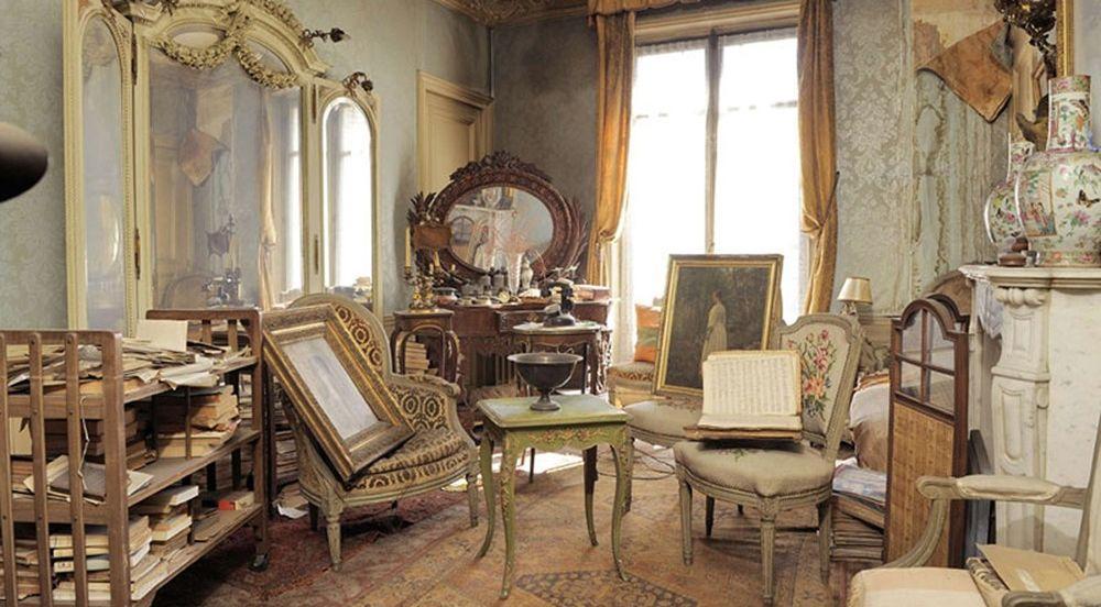 Прошлой владелицей этой квартиры была мадам де Флориан, которая во время войны сбежала из города от