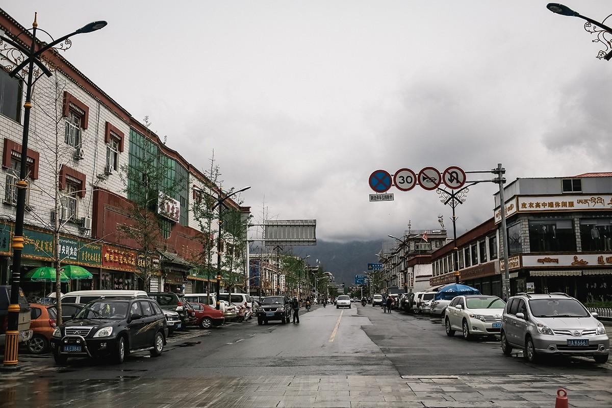 38. В принципе, китайские власти многое делают для того, чтобы город выглядел современным. Повсюду м