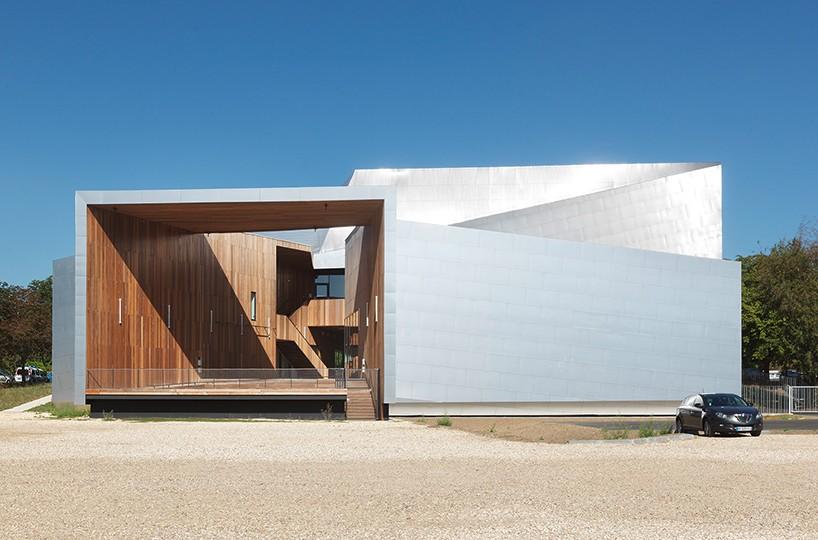 Здание музыкального центра от Herault Arnod