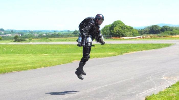 Каждому гражданину – костюм с реактивным двигателем! Как рассказал британец, он получил инвестиции о