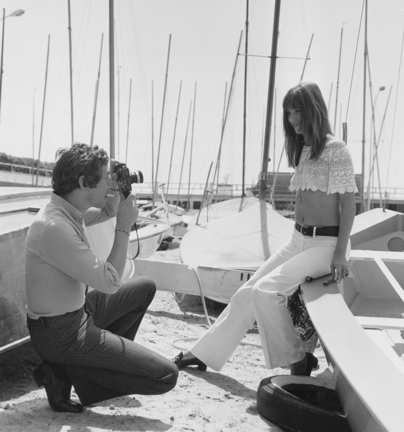 9. Симона Сильва позирует топлес с американским актером Робертом Митчемом, 1954-й год. Выходка стоил
