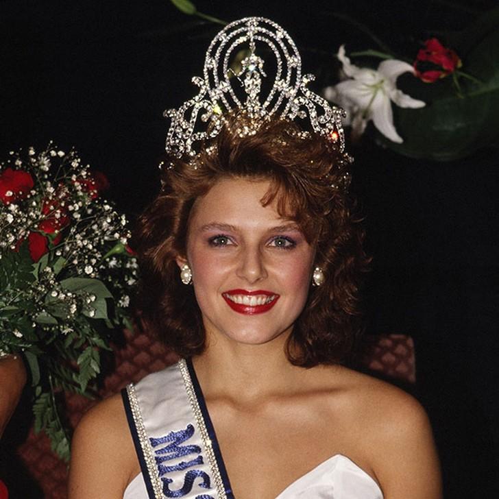 Мона Грудт, Норвегия. «Мисс Вселенная — 1990». 19 лет, рост 178 см, параметры фигуры 92?60?93.
